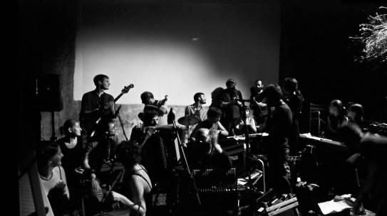 Topolovska Minimalna Orchestra plays Terry Riley In C (1964)